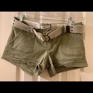 A&F short with belt in good condition! Olive green